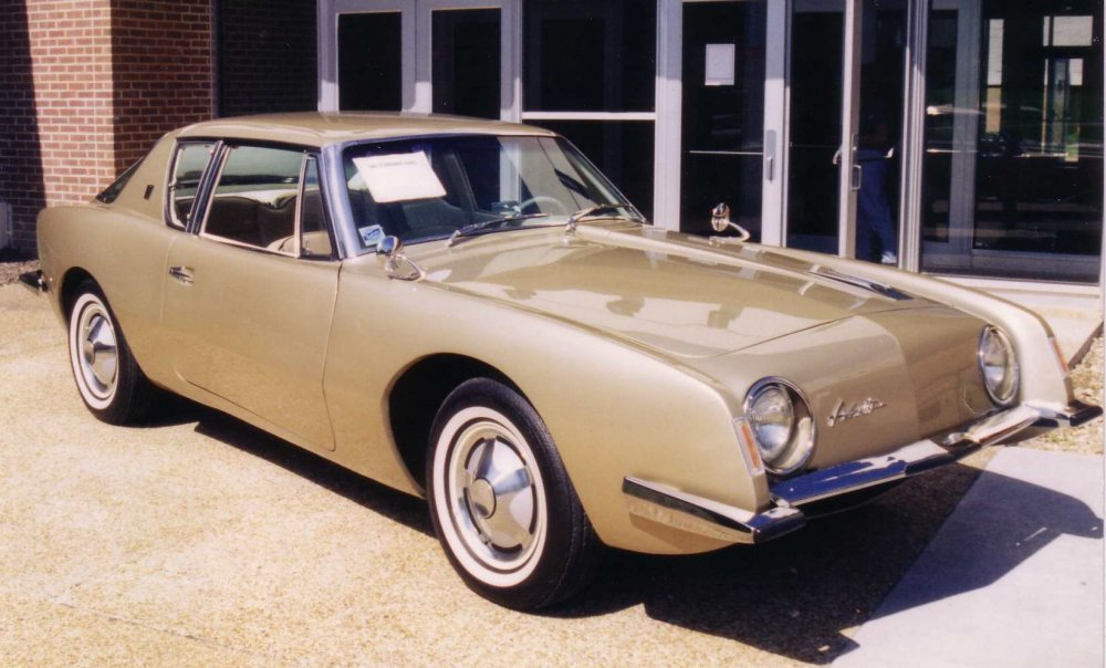 1963_Studebaker_Avanti_gold_at_Concord_University.jpg